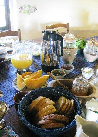 Agriturismo Castello della Paneretta: lovely daily breakfast