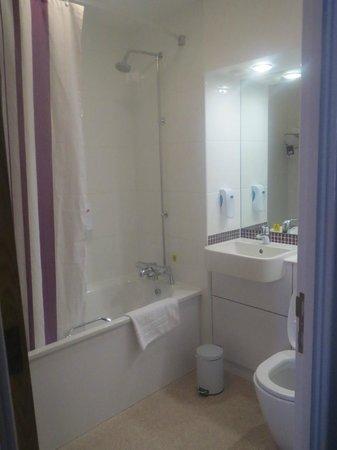 Premier Inn Stratford Upon Avon Central Hotel: bathroom