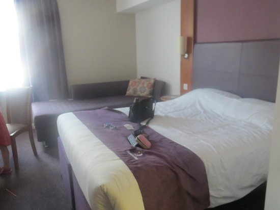 Premier Inn Stratford Upon Avon Central Hotel: bed