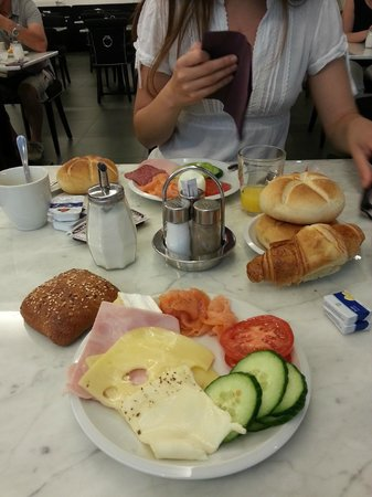 The Hotel 1060 Vienna: Breakfast :)