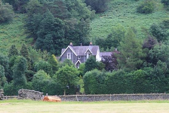 Greenbank Country House: Closer view from road