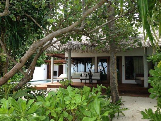 Jumeirah Dhevanafushi: View from beach on the beach villa