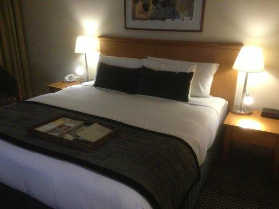Rydges World Square Sydney Hotel: Bed