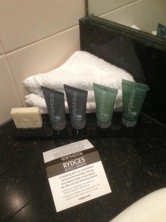 Rydges World Square Sydney Hotel : Bathroom amenities