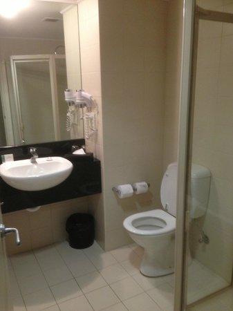 Rydges World Square Sydney Hotel: Bathroom