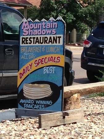 Mountain Shadows Restaurant: Sign out front