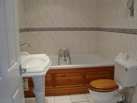 The Bath House Hotel: Room 107 Bathroom
