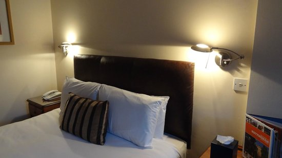 Beeches Hotel & Leisure Club : The bed