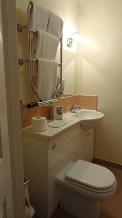 Beeches Hotel & Leisure Club: Bathroom