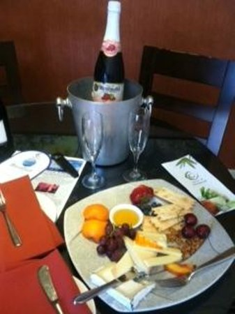 Chaminade Resort & Spa: Cheese platter upon arrival!  Very nice touch with Martinelli