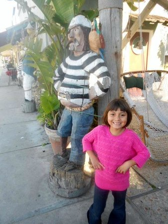 Schooners Wharf : Comparing bellies at Schooners Warf