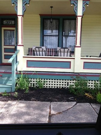 Iron Rail Bed & Breakfast : front porch