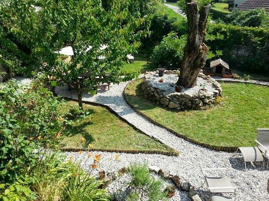 La Bridoire, Frankrike: Au Petit Prince - Vue de Jardin d'étoiles