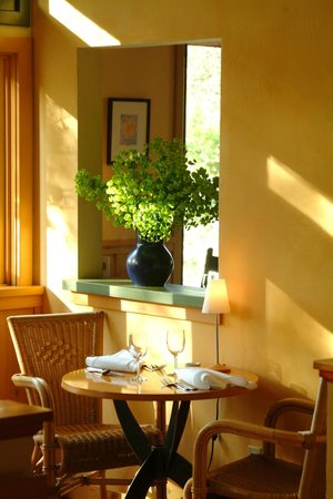 Boonville Hotel: lovely light in the dining room