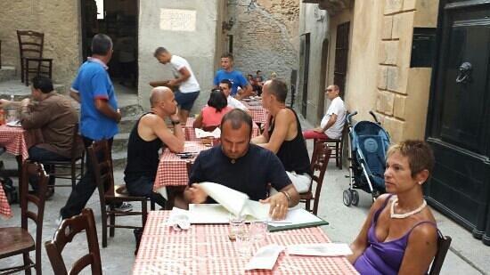 Pizzeria Vecchio Forno: table outside
