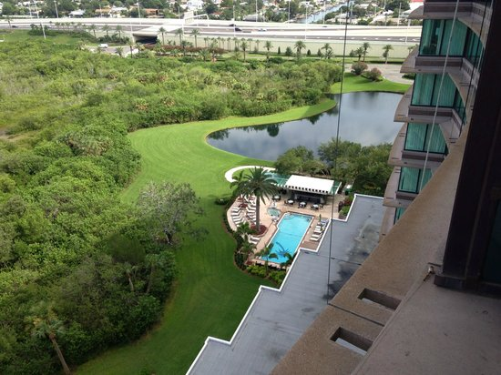Grand Hyatt Tampa Bay: Looking down on the pool closest to the hotel