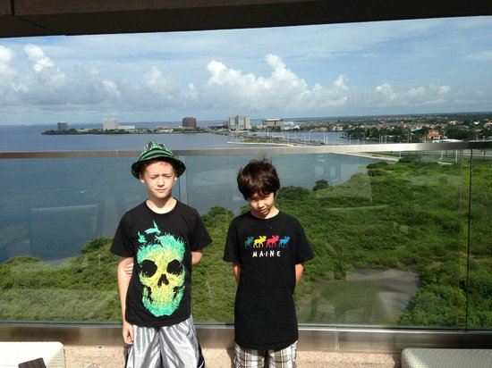 Grand Hyatt Tampa Bay: The boys after breakfast on the 14th floor