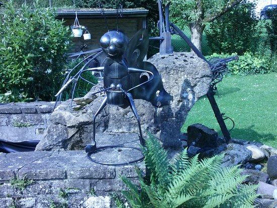 Hostellerie Sainte-Cecile : le jardin 2