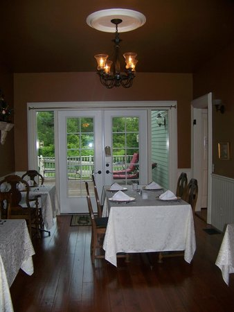 Little Lakes Inn & Healing Center: Dining