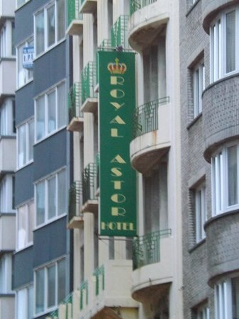 Royal Astor Hotel: Front of hotel