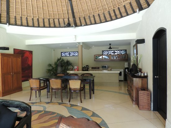 Impiana Private Villas Seminyak : living area of our 3 room villa