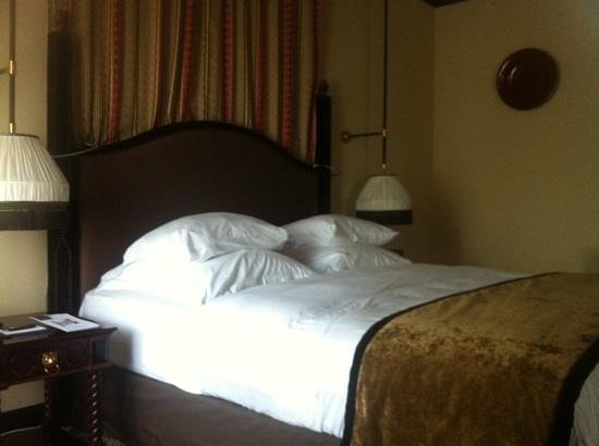 Hotel Des Indes, a Luxury Collection Hotel : Bed