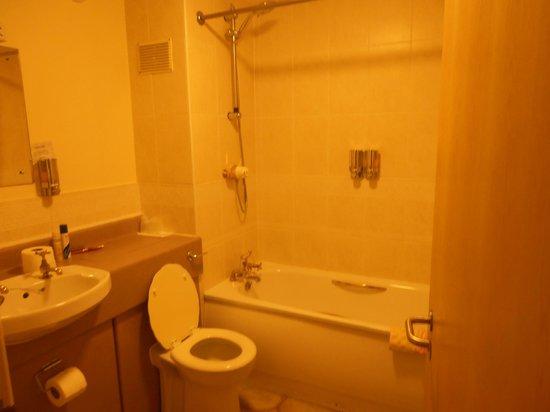 The Garrison Hotel: Room 119 bathroom