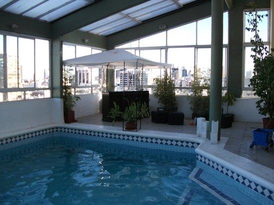 Hotel Dolmen: Piscina del penthouse