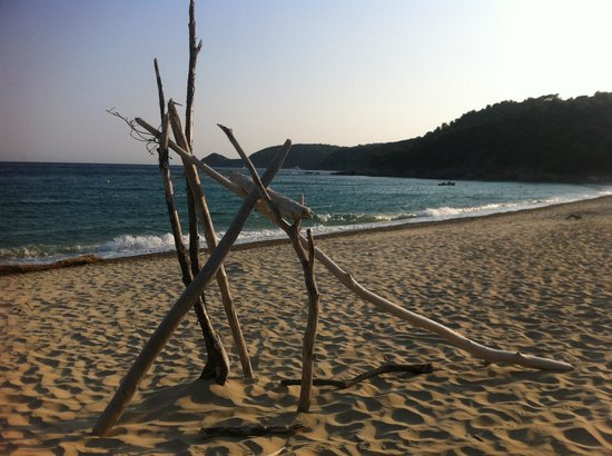 Cap Taillat : Sculptures on The Beach