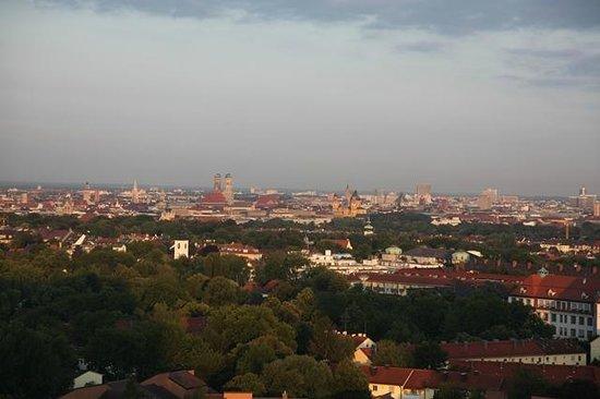 Sheraton Muenchen Arabellapark Hotel: Vista de Munich desde la plata 18