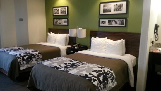 Sleep Inn & Suites: Very modern room!