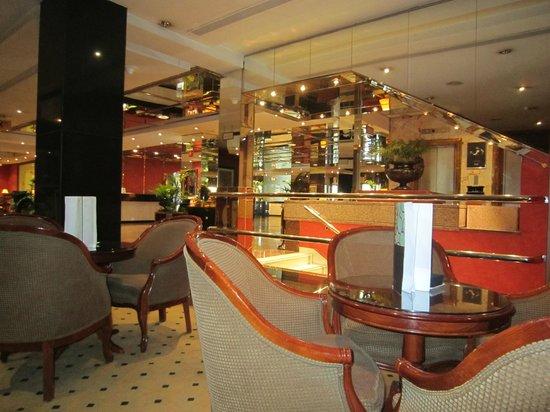 Melia Madrid Serrano: bar et hall de réception