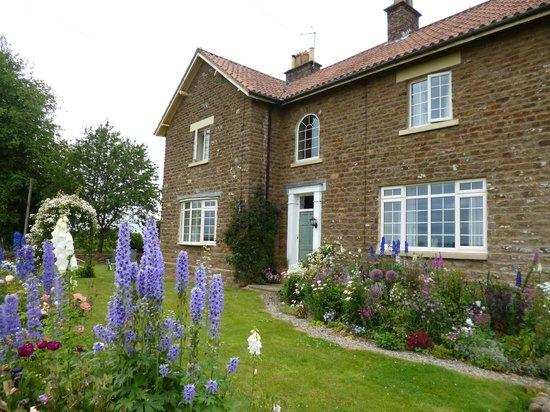 Hall Farm Bed & Breakfast : The House & Garden