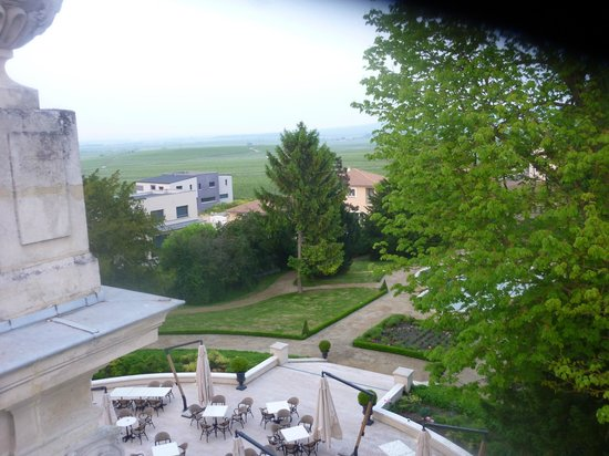 Le Château de Rilly: view of the gardens from the terrace