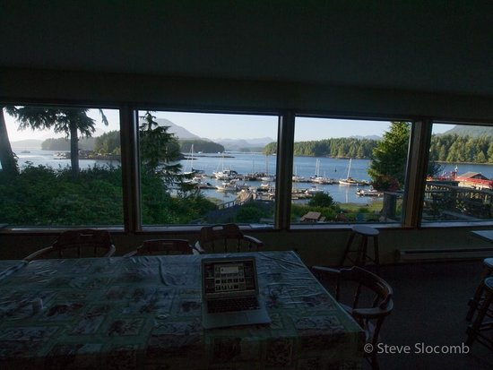 Tofino Swell Lodge: view from kitchen/eating area