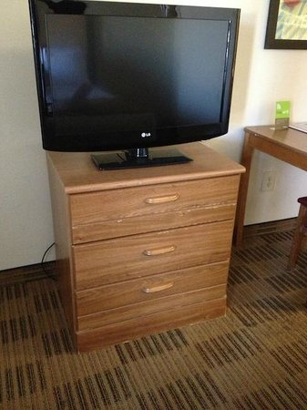 Extended Stay America - Houston - The Woodlands: Furniture was worn and damaged