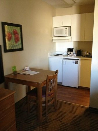 Extended Stay America - Houston - The Woodlands: Tiny room with tiny kitchen appliances