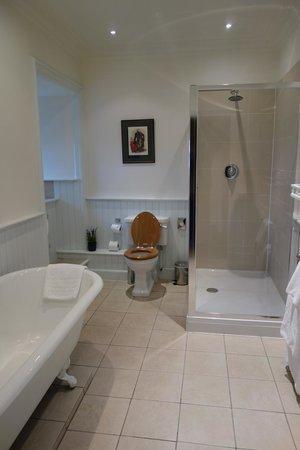 Barcaldine Castle: Bathroom of Breadalbane room