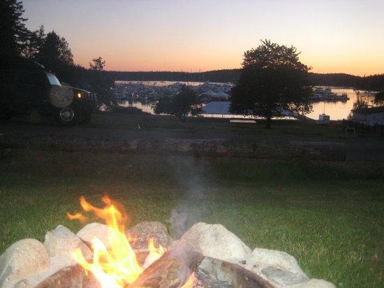 Roche Harbor Resort: Cabins at dusk