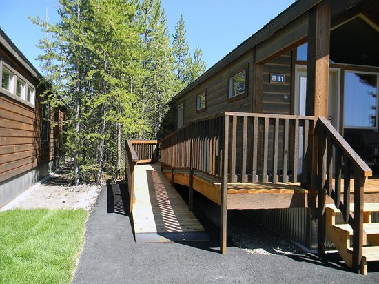 Montana cabin front porch picture of explorer cabins at for Cabina explorer west yellowstone