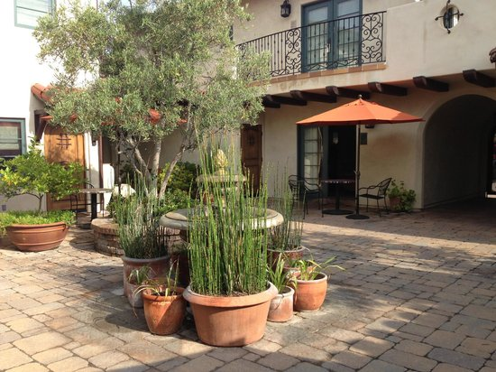Su Nido Inn (Your Nest In Ojai): Lovely courtyard!