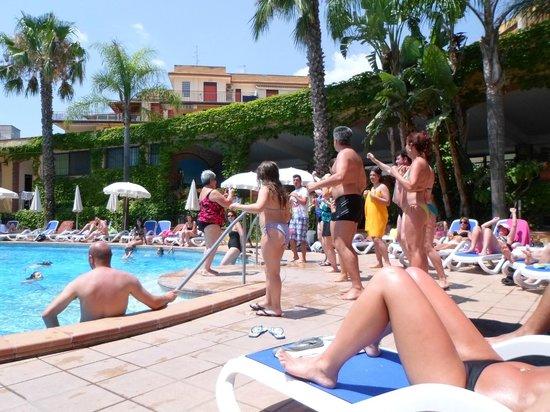 Hotel Caesar Palace: grande ma anche con tanti ospiti piscina molto spaziosa