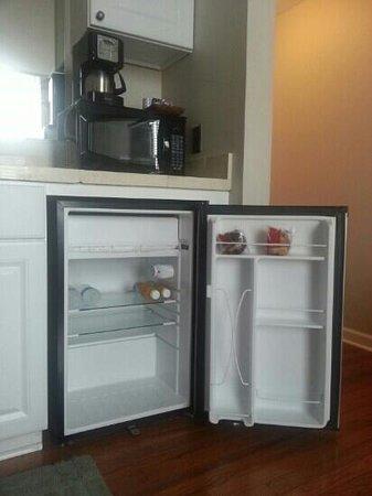Stemmerman's Inn: muffins, juice, and water in the fridge