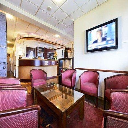 Kyriad Beauvais Sud : Lounge