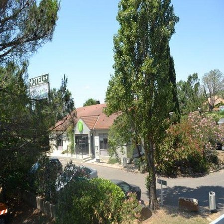 Campanile Arles: Exterior View 2