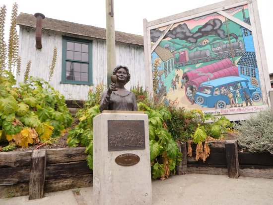 Monterey Waterfront & Cannery Row Tours: Cannery Row- Bruce Ariss Way