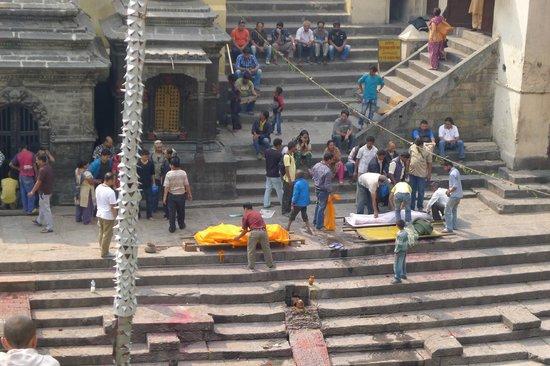 Pashupatinath Temple: Preparing for cremation