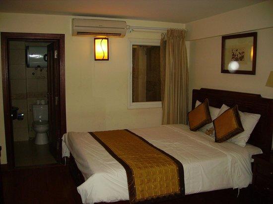 Prince Hanoi Hotel: chambre du 1er étage