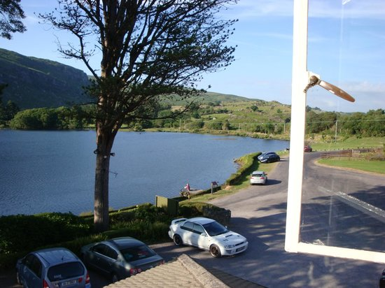 Gougane Barra Hotel: The lake in front of the hotel