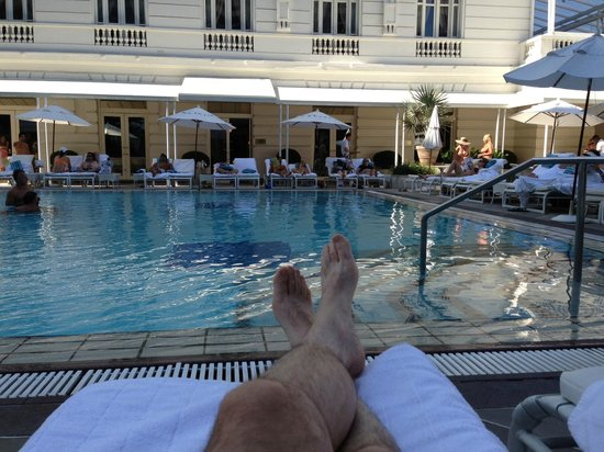 Belmond Copacabana Palace: Relaxing at the pool